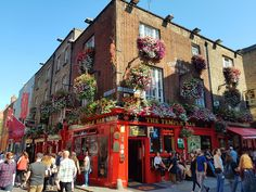 We hope you are enjoying sunshine in Dublin today! It is a perfect day to explore colorful cobbled streets of Temple Bar.