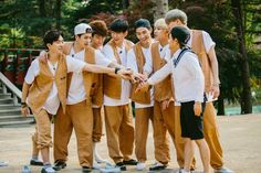 GOT7 try their best to learn Korean culture on 'I GOT7' | http://www.allkpop.com/article/2014/07/got7-try-their-best-to-learn-korean-culture-on-i-got7