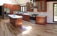 This IKEA Share Space fan uses the warm ÄDEL medium brown style for her spacious kitchen!