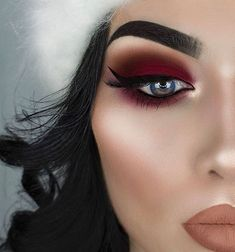 You can't go wrong with deep red eye shadows  @littledustmua mixed shades from the 35B & 35U palettes #MorpheBabe
