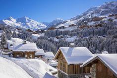 France, Savoie (73), vallée de la Tarentaise, hameau de La Rosière, Méribel-Mottaret est l'une des plus grandes stations de ski-village de France, au cœur du grand domaine skiable du monde que sont les Trois Vallées avec 600km de pistes balisées, partie ouest du Massif de la Vanoise, vue sur le Mont du Vallon (2952m) et le Mont de Péclet (3012m) // France, Savoie, Tarentaise valley, hamlet of La Rosiere, Meribel Mottaret is one of the largest ski resort village in France, in the heart of…