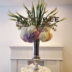 파티,이벤트, 호텔로비장식에 주로 쓰이는 대형 #welcomeflowervase 입니다^^ 쉬운작품부터 뒤로갈수록 사이즈도 커지고 어려운작품으로- #stepbystep  전문가과정을 수강하다보면 어느새 자신도 모르는사이에 진짜 #플로리스트 가 되어있을거에요 : )* ✔2016년 #CareerCourse 화/목 오후2시 수강문의는 스쿨계정 (댓글 및 다이렉트) 또는 ☎ 02-3477-4806 연락주세요 :-) #드테이블플라워스쿨 #detableflowerschool #드테이블플라워 #드테이블 #detableflower #DETABLE #detableflowerdesign #플라워레슨 #플라워클래스 #플로리스트 #florist #커리어클래스 #커리어코스 #전문가과정 #수국 #카라 #지고페탈륨