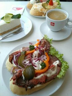 Perfect breakfast while in Prague. Chlebicky, coffee and cake. Czech Recipes, Ethnic Recipes, Czech Food, Perfect Breakfast, Prague, Mexican, Coffee, Cake, Kitchens
