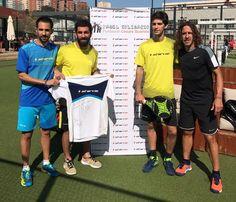 Carles #Puyol y Arda Turan participan en el proyecto '#Pádel Solidario'.  El ex jugador y el jugador del #FCBarcelona han jugado un partido de pádel benéfico con el jugador de #StarVie Maty Marina