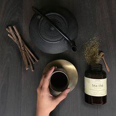 Take a time out and calm your senses with our beloved Aveda Comforting Tea, featuring an herbal infusion of licorice and peppermint.