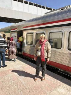 """Daar is geen ander Europeërs op die trein nie, net soos toe ons op die metrotreine in Kaïro gery het. Ons medepassasiers groet vriendelik: """"Welcome in Egypt…"""""""