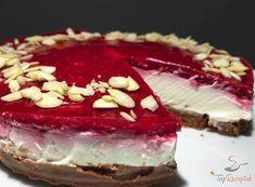 A torta elkészítése tényleg csupán 10 percet vett igénybe. Egy egyszerű és megnyerő édesség. Az igazsághoz hozzátartozik, hogy sokkal gyorsabban elfogy, amint amilyen gyorsan elkészül, de így is megéri elkészíteni ezt a málnás sajttortát 10 perc alatt, cukor és liszt nélkül.
