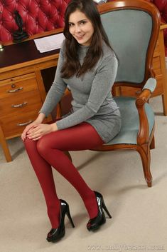 Pantyhose Outfits, Nylons And Pantyhose, Colored Tights Outfit, Sexy Outfits, Cute Outfits, Women With Beautiful Legs, Japanese School Uniform Girl, Wool Tights, Stockings Legs