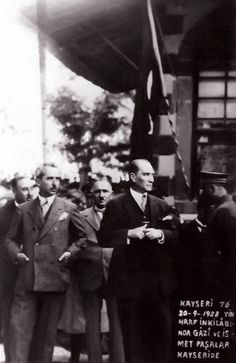 Atatürk and Turkish Press in the Rare Days of the Letter Revolution with 18 Photographs and Documents … - Reise Ideen Historical Quotes, Historical Pictures, Revolution, Blond, Republic Of Turkey, Turkish Army, Aesthetic Photo, Antalya, About Me Blog