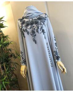 Image may contain: 1 person, standing Abaya Fashion, Modest Fashion, Fashion Dresses, Muslim Dress, Hijab Dress, Estilo Abaya, Wedding Abaya, Moslem Fashion, Modele Hijab