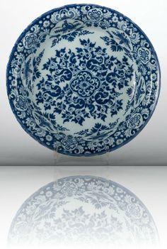 Blue Delft Plate - Antique Ceramics & Delft Blue   Van Nie Antiquairs. ca. 1690, Delft, The Netherlands.