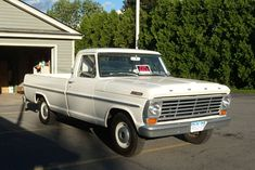I truly adore this colouring scheme for this 1992 Ford Trucks For Sale, 79 Ford Truck, Old Pickup Trucks, Lifted Ford Trucks, Chevrolet Trucks, 1957 Chevrolet, 4x4 Trucks, Chevrolet Corvette, Old American Cars