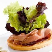 Tarte+minute+au+parmesan+et+son+duo+de+batavia+-+une+recette+Tarte+salée+-+Cuisine Parmesan, Tartelette, Waffles, Sandwiches, Tacos, Minute, Breakfast, Ethnic Recipes, Butter