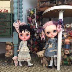 """Mummy!!! .......There's a strange little boy in our house!!!"" #kbabydolls #k_dolls_heaven #hanon #alicetears #kupukupuhandmade #dewdropteddybears #vintage #haberdashery #thelittlemischiefs #blythedolls #dollphotography #kawaii #pink #pretty"