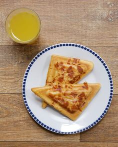Unimos o pão de queijo com o misto quente em um lanche só