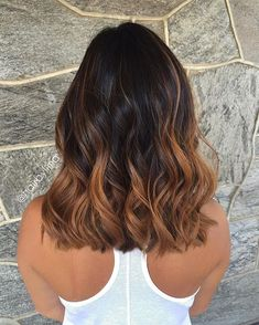 37 Sweet Caramel for 2019 Balayage is an alternative technique to traditional salon highlighting with foils. Your colorist can literally paint highlights precisely where the sun would actually hit your hair. Caramel balayage on black hair can. Brown Hair Balayage, Hair Color Balayage, Hair Highlights, Summer Highlights, Balayage Ombré, Blonde Ombre, Caramel Highlights, Short Balayage, Caramel Blonde