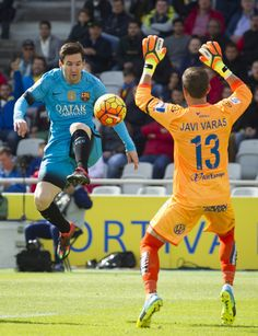 Barcelona's Argentinian forward Lionel Messi (L) vies with Las Palmas' goalkeeper Javi Varas during the Spanish league football match UD Las Palmas vs FC Barcelona at the Gran Canaria stadium in Las Palmas de Gran Canaria on February 20, 2016.