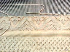 Resultado de imagen para by Reiko Sudo BAG Tablet Weaving, Weaving Art, Tapestry Weaving, Loom Weaving, Hand Weaving, Textiles Techniques, Weaving Techniques, Weaving Textiles, Weaving Patterns