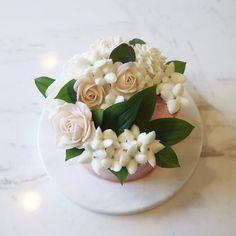 June 1, 2016 flowercake  #nanaflowers #bruterose#bouvardia #부바르디아 #부르트장미