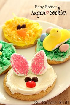 Easy Easter Sugar Cookies on SixSistersStuff are the perfect dessert to your Easter dinner :)