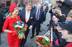 Willem-Alexander and Máxima visited in the fish auction hall a small exhibition on innovative LNG projects