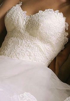 I NEED a lace bodice with a tule skirt... like this YAY <3