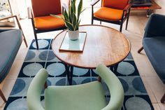 A building full of mid-century furniture and home comforts. Travel Lounge, Interior Styling, Interior Design, Home Comforts, Home Studio, Mid Century Furniture, Cool Rooms, Retro, Copenhagen