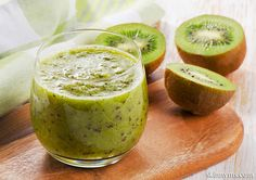 Green Tea Kiwi-Berry Smoothie packs in the superfoods and is absolutely delicious!  #summer #beverage #smoothie #recipe