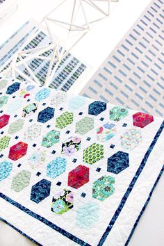 Modernology Quiltology Free Quilt Pattern that could be used as an I-Spy quilt Quilting Tips, Quilting Tutorials, Quilting Projects, Quilting Designs, Art Gallery Fabrics, I Spy Quilt, Quilt Modernen, Hexagon Quilt, Quilt Patterns Free