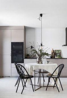 The best Dining Room Lighting Ideas Küchen Design, Home Design, Design Blog, Greige, Rustic Kitchen Design, Kitchen Models, Dining Room Lighting, Dining Rooms, Dining Area