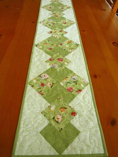 Spring Green Floral Quilted Table Runner by PatchworkMountain Love the pattern; chg the colors