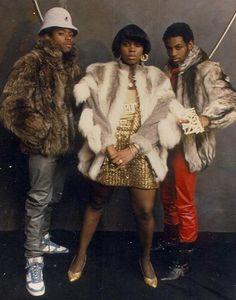 See other great ideas about Hip-hop style, Streetwear and Hip hop Style. See other great ideas about Hip-hop style, Streetwear and Hip hop Style. Hip Hop Fashion, 80s Fashion, Trendy Fashion, Disco Fashion, Fasion, Hipster Outfits, Hip Hop Graffiti, Tanz Shirts, Jamel Shabazz