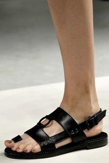 Bottega Veneta Spring 2011 Ready-to-Wear - Details - Gallery - Style.com