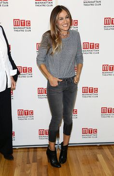 Sarah Jessica Parker: 'Commons of Pensacola' Photo Call!: Photo Sarah Jessica Parker attends a cast photo call for her upcoming Off-Broadway show The Commons of Pensacola on Wednesday afternoon (September at the Manhattan… Fashion Models, Look Fashion, Autumn Fashion, Fashion Outfits, French Fashion, Korean Fashion, Mens Fashion, Fashion Tips, Estilo Fashion