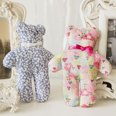 Sew these super-cute tiny teddies - perfect for children (or grown-ups, let's be honest) - with this free teddy sewing pattern.