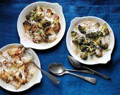 Blumenkohl. Artischocken oder Brokkoli mit Sahne gebacken