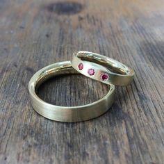 585er Gelbgold mit 3 rosafarbenen Diamanten im Damenring (jeweils 0,02ct)