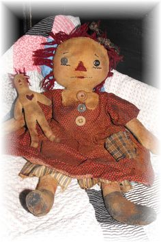 Super Primitive Attic Annie Rag Doll by PrindleMountainPrims Primitive Patterns, Primitive Crafts, Raggedy Ann And Andy, Country Crafts, Doll Patterns, Henna Patterns, Soft Dolls, Fabric Dolls, Doll Face