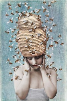 by Beth Conklin. #Bienen www.apidaecandles.de