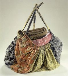 "Learn how to make this ""Gypsy"" bag from your stash of fat quarters! Download this free pattern from M'Liss Rae Hawley."