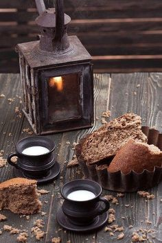Winter outdoor lantern inspiration - My Cosy Retreat Coffee Time, Tea Time, Café Chocolate, Pause Café, V60 Coffee, Hygge, Food Styling, Chocolates, Autumn Leaves