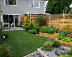 Awesome small garden design ideas in narrow space: Modern Home Garden Ideas With Wooden Fence – tapja.com