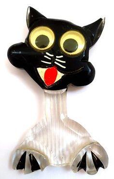 VINTAGE BAKELITE LUCITE BLACK CAT WITH GOOGLY EYES BROOCH