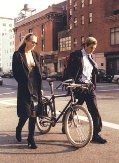 Carolyn Bessette Kennedy and John F. Kennedy Jr. #style #fashion