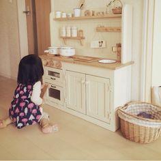 白×木が好き♪/セリア/木製おもちゃ/狭いリビング/おままごとキッチン/ナチュラル…などのインテリア実例 - 2015-10-13 11:30:12 | RoomClip(ルームクリップ) Childrens Play Kitchen, Kids Play Kitchen, Diy Childrens Furniture, Playhouse Interior, Montessori Playroom, Home Daycare, Diy For Girls, Play Houses, Kids And Parenting