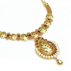 Let this classic piece of jewellery blow your mind with its elegant design
