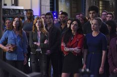 What a time to be alive in the Shadowhunters fandom! TV Insider debuted seven new promotional stills (and one previously released) from Shadowhunters season The new stills feature some shirtless… Shadowhunters Tv Series, Shadowhunters The Mortal Instruments, Cassandra Clare, Maxim Roy, Season 2 Episode 1, Matthew Daddario, Katherine Mcnamara, Female Fighter, Season Premiere