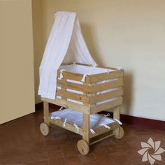 Baby bassinet made from pallets Baby Doll Crib, Baby Bassinet, Baby Cribs, Baby Dolls, Baby Furniture, Doll Furniture, Pallet Furniture, Pallet Projects, Diy Projects