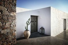 A rustic-modern summer dream house on the island of Syros