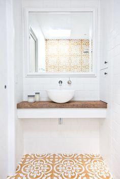 #Inspiration #Gold #Mosaics #Graphic #Bathroom #Deco #Decor #Architecture #Home #Interior #White #Details